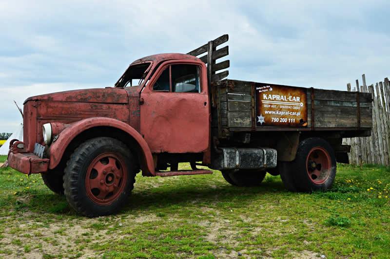Złomowanie pojazdów - stara ciężarówka